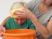 Signs of food poisoning in a child